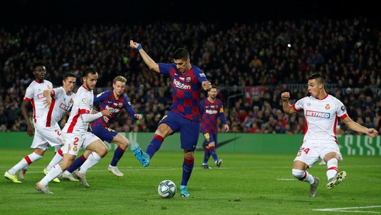 """Suárez define golaço de calcanhar na goleada do Barcelona sobre o Mallorca: """"Melhor da carreira"""""""