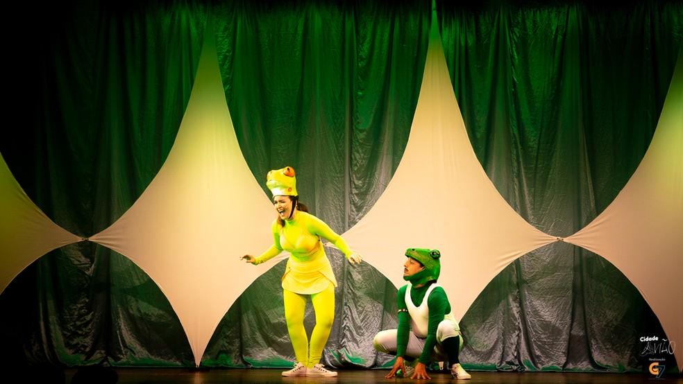 Cia de comédia G7 em apresentação infantil 'Cidade Avião' — Foto: Divulgação