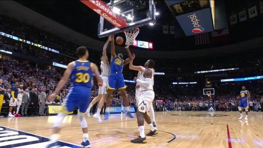 Warriors abusam do direito de errar e são desbancados pelos Nuggets com toco no último lance