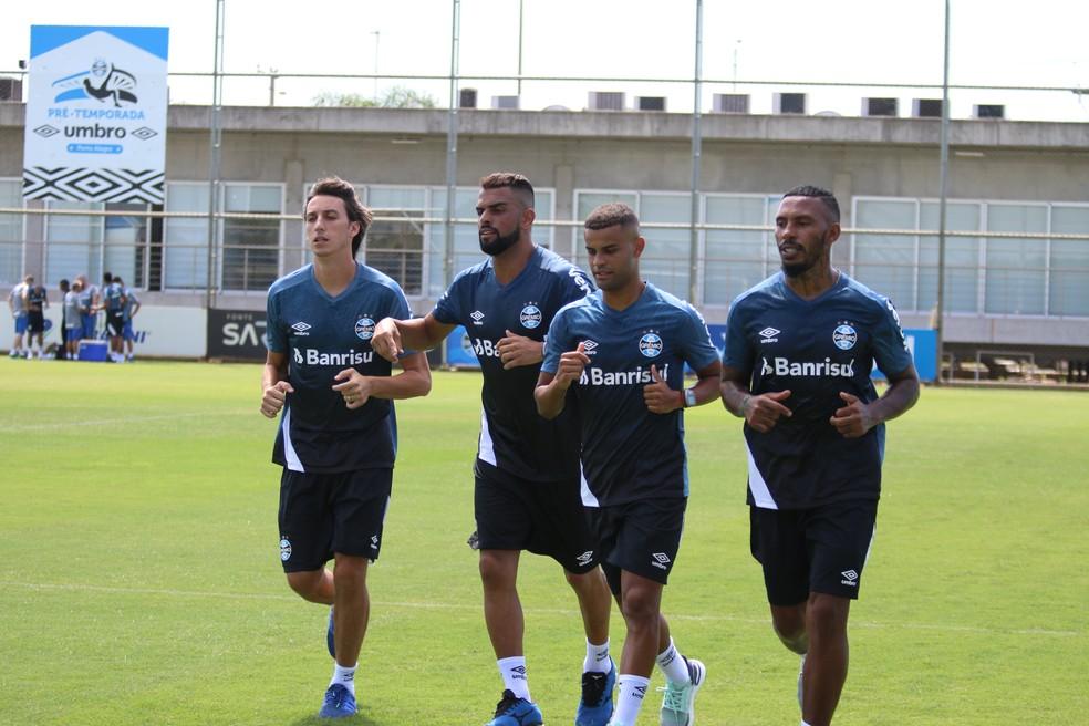 Pedro Geromel, Maicon, Alisson e Paulo Miranda em treino do Grêmio — Foto: Eduardo Moura