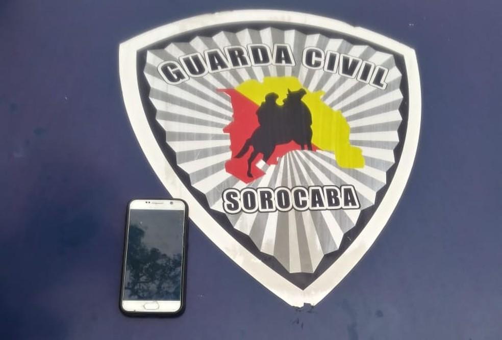 Celular roubado foi recuperado — Foto: Divulgação/Guarda Civil Municipal
