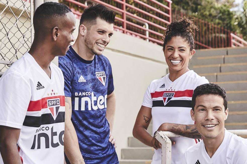 Tiago Volpi veste a nova camisa de goleiro do São Paulo — Foto: Divulgação Adidas