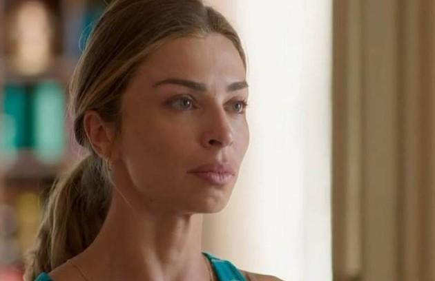 No sábado (4), Paloma (Grazi Massafera) ficará arrasada ao ver Marcos com outra mulher na cama (Foto: TV Globo)
