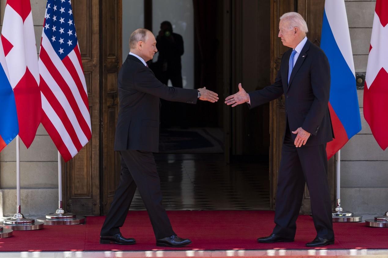 Presidente da Rússia, Vladimir Putin, e presidente dos EUA, Joe Biden, durante seu primeiro encontro bilateral em Genebra, na Suíça