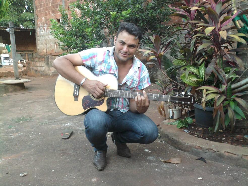 -  Sérgio Rodrigues morreu em acidente de carro em Goiás  Foto: Reprodução/Facebook