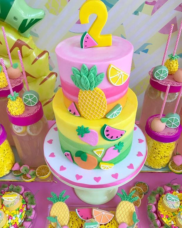 O bolo vibrante (Foto: Reprodução / Instagram @DesignPlanPlay)