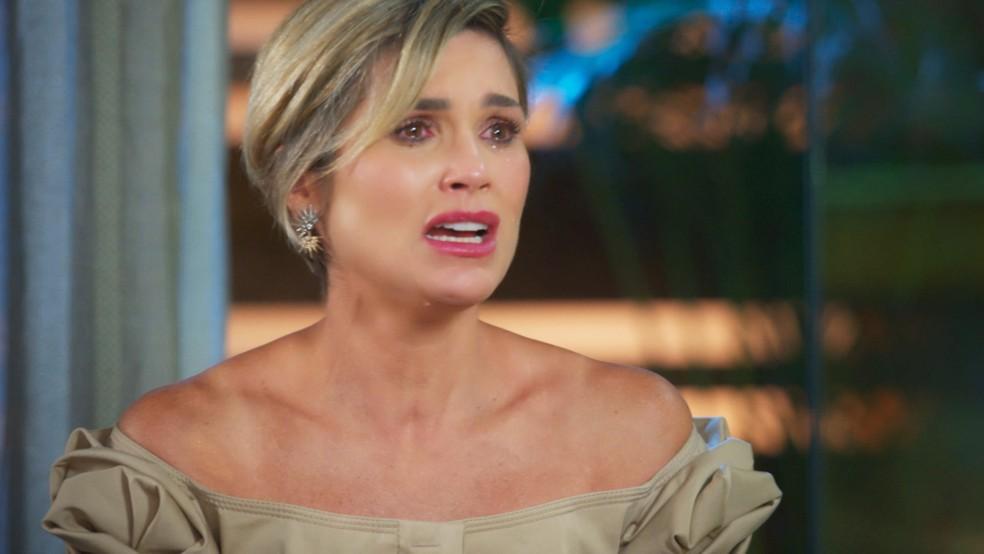 Helena (Flávia Alessandra) não acredita que pode ter visto Mário (Murilo Rosa), que estaria morto em 'Salve-se Quem Puder' — Foto: Globo