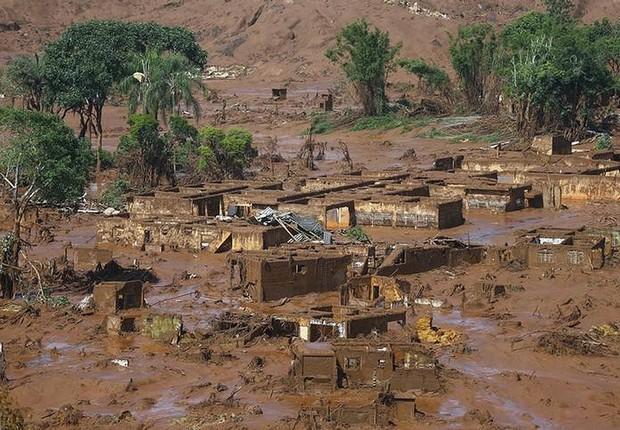 Distrito de Bento Rodrigues, atingido por rompimento de barragem da mineradora Samarco em Mariana (MG). A imagem foi feita em 6 de novembro de 2015 (Foto: Ricardo Moraes/REUTERS)