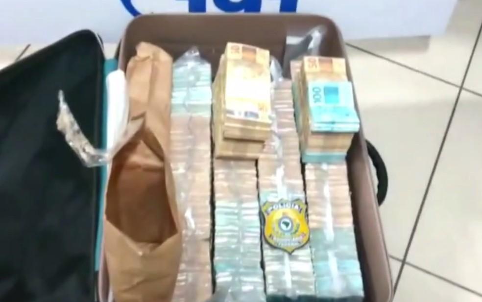 PRF encontra mais de R$ 1 milhão em carro de luxo durante blitz em Sete Lagoas (Foto: Reprodução/TV Globo)
