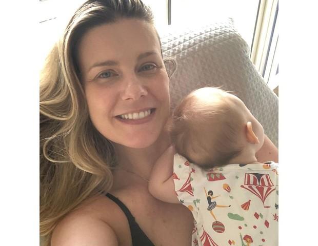 Daiana Garbin e filha (Foto: Reprodução/Instagram)