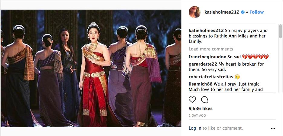 A homenagem feita pela atriz Katie Holmes à atriz Ruthie Ann Miles (Foto: Instagram)