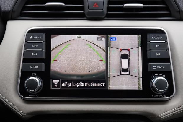 Central multimídia também exibe as imagens da visão 360 graus (Foto: Divulgação)