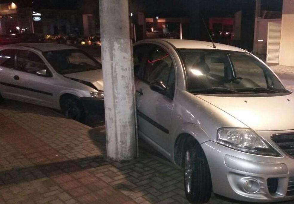 Veículos ficaram amassados após colisão (Foto: Guarda Municipal de Blumenau/Divulgação)