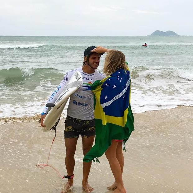 Caio Vaz e Isabela Santoni (Foto: Reprodução Instagram)