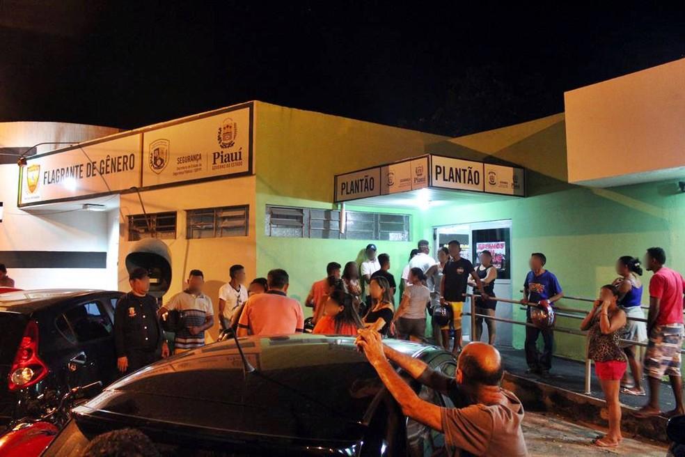 Os menores foram conduzidos para a Central de Flagrantes de Teresina, e só puderam sair com a presença dos pais ou responsáveis. (Foto: Polícia Militar/ Divulgação)