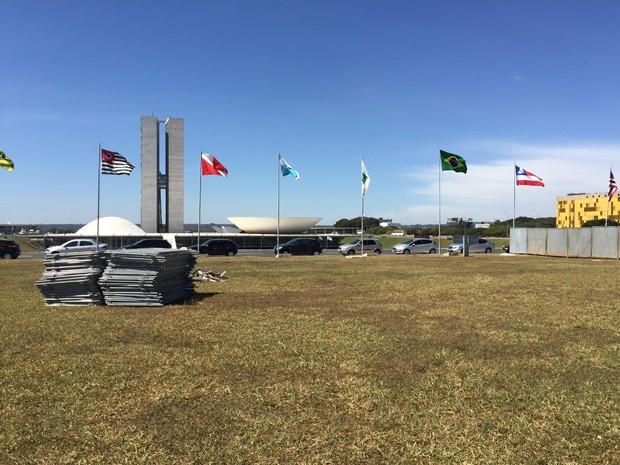 Muro instalado em frente ao Congresso Nacional (Foto: Gabriel Luiz/G1)