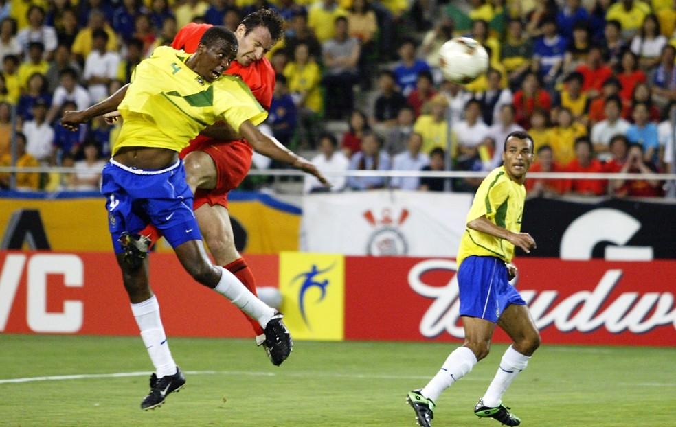 Brasil x Bélgica em 2002 teve um lance polêmico: um gol mal anulado de Wilmots quando o placar ainda estava 0 a 0 (Foto: Getty Images)