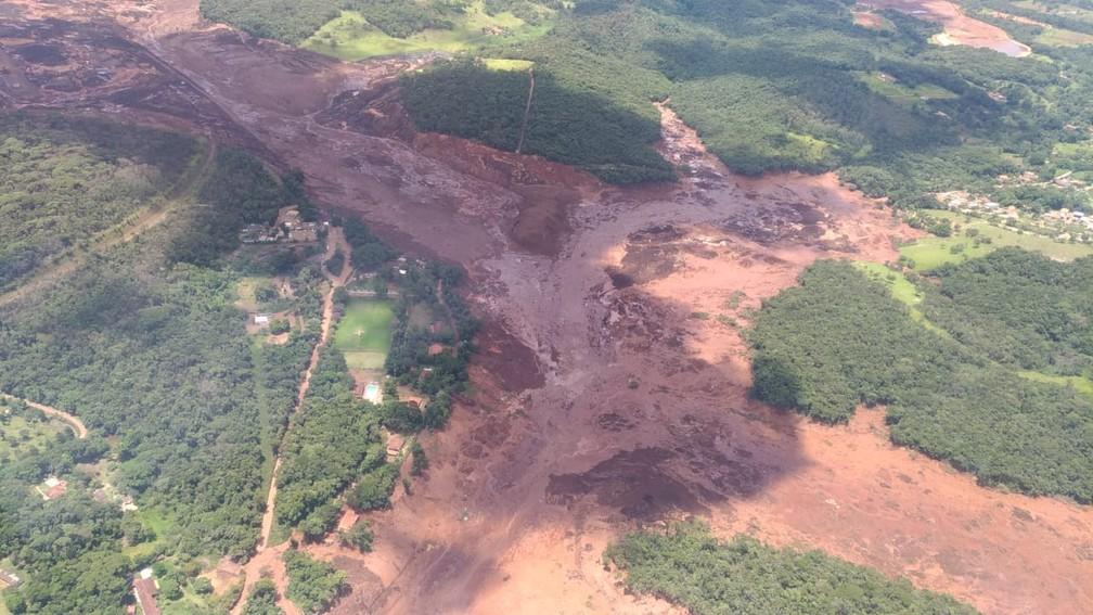 Barragem se rompe em Brumadinho (MG) — Foto: Corpo de Bombeiros/Divulgação