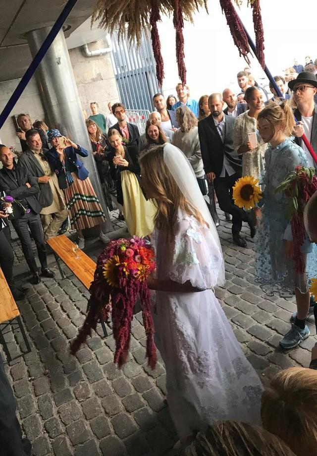 O casamento de Caroline Brasch Nielsen e Frederik Bille Brahe (Foto: Instagram Silas Adler/ Reprodução)