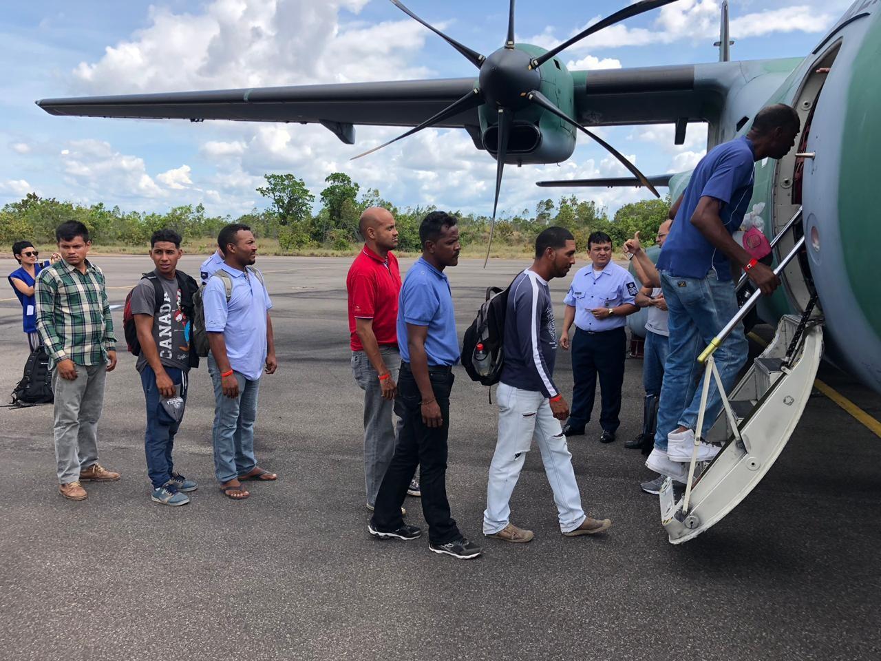 Mais 70 venezuelanos são levados de Roraima para o Amazonas, Brasília e Santa Catarina