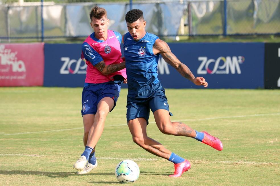 Juninho em coletivo contra equipe de transição — Foto: Felipe Oliveira / EC Bahia