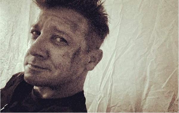 A foto compartilhada pelo ator Jeremy Renner nos bastidores de Vingadoes 4 (Foto: Instagram)