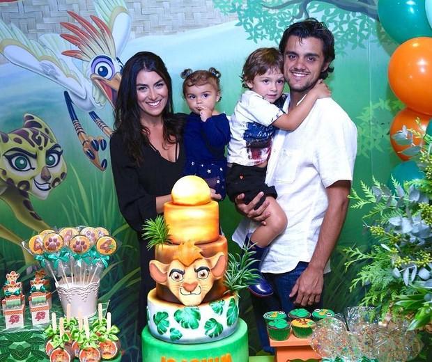Felipe Simas comemora aniversário de Joaquim em família  (Foto: Reprodução / Instagram)