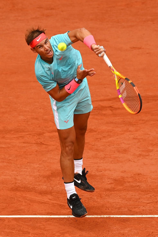 Rafael Nadal contra Mackenzie McDonald em Roland Garros — Foto: Getty Images