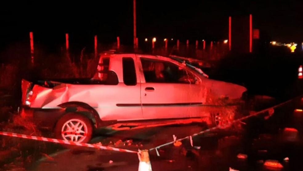 Homem fica ferido após capotar carro na BA-262 — Foto: Reprodução/TV Bahia