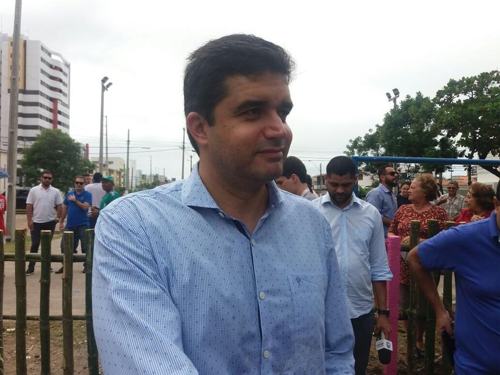 Rui Palmeira falou sobre os pardais eletrônicos de trânsito durante evento na Jatiúca (Foto: Suely Melo/G1)