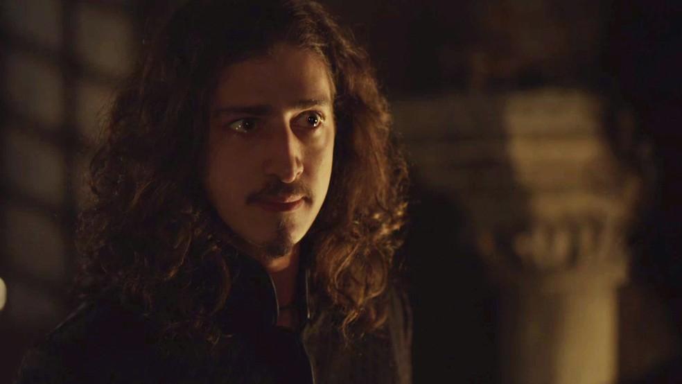Em seguida, o rei de Alcaluz procura Afonso (Foto: TV Globo)