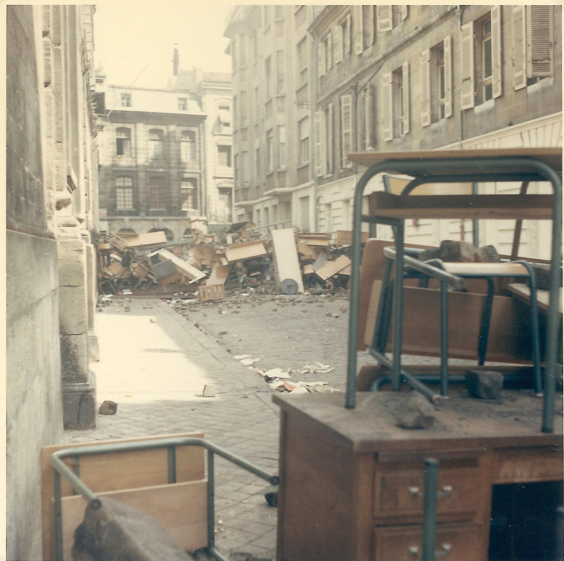 Barricadas na cidade de Bordéus, na França, em maio de 1968 (Foto: Wikimedia/Tangopaso)