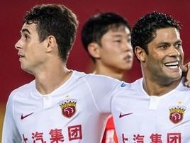 Hulk e Oscar voltam à China 10 min. antes de a fronteira fechar (Reprodução/sina.com)