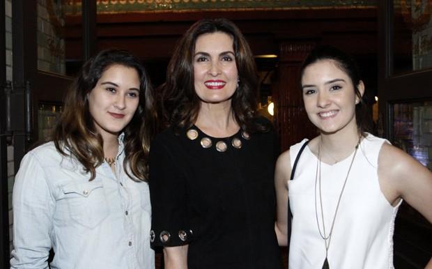 Fátima Bernardes e as filhas Laura e Beatriz (Foto: Marcos Ferreira/Brazil News)