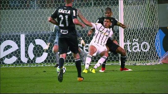 """Jorge Henrique explica pênalti perdido e valoriza Figueira """"de cabeça erguida"""""""