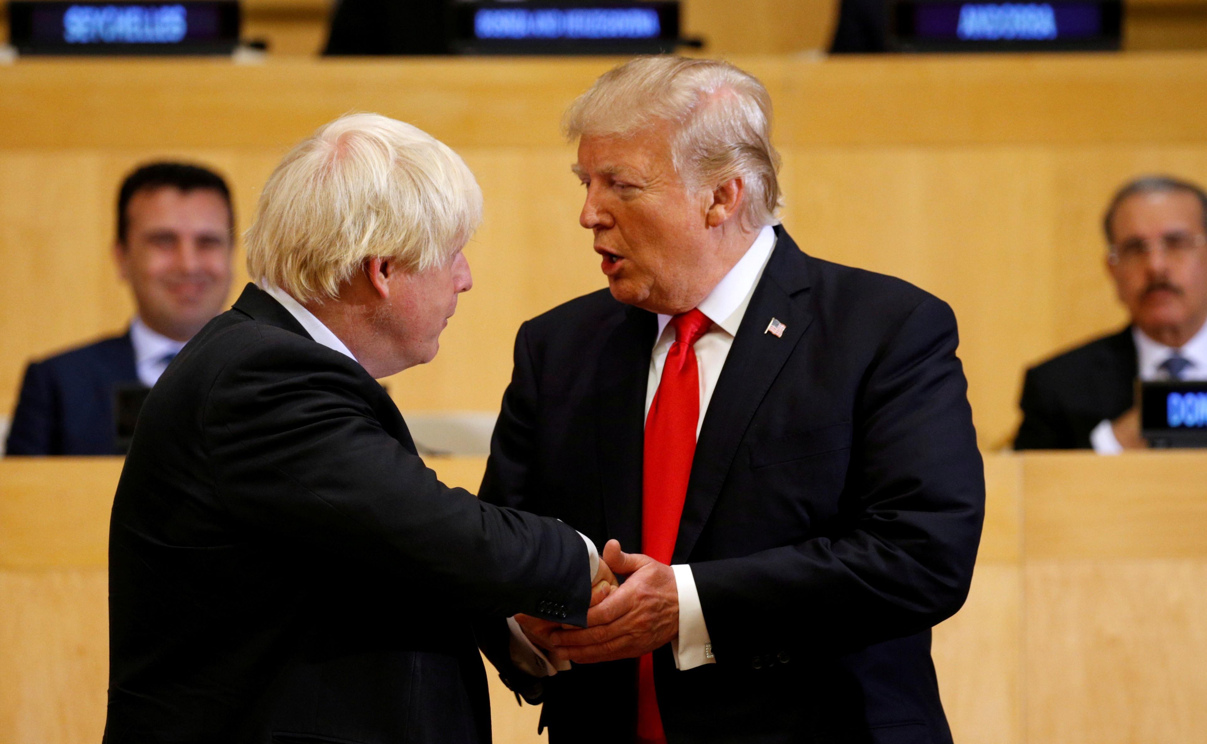 Trump oferece acordo comercial 'muito grande' a Reino Unido pós-Brexit - Notícias - Plantão Diário