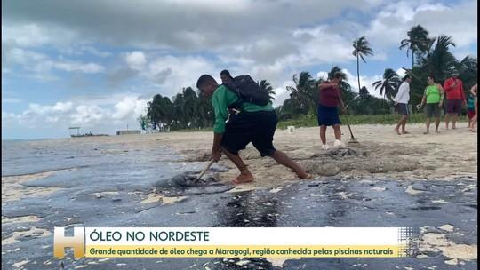 Grande quantidade de óleo chega a Maragogi, em Alagoas