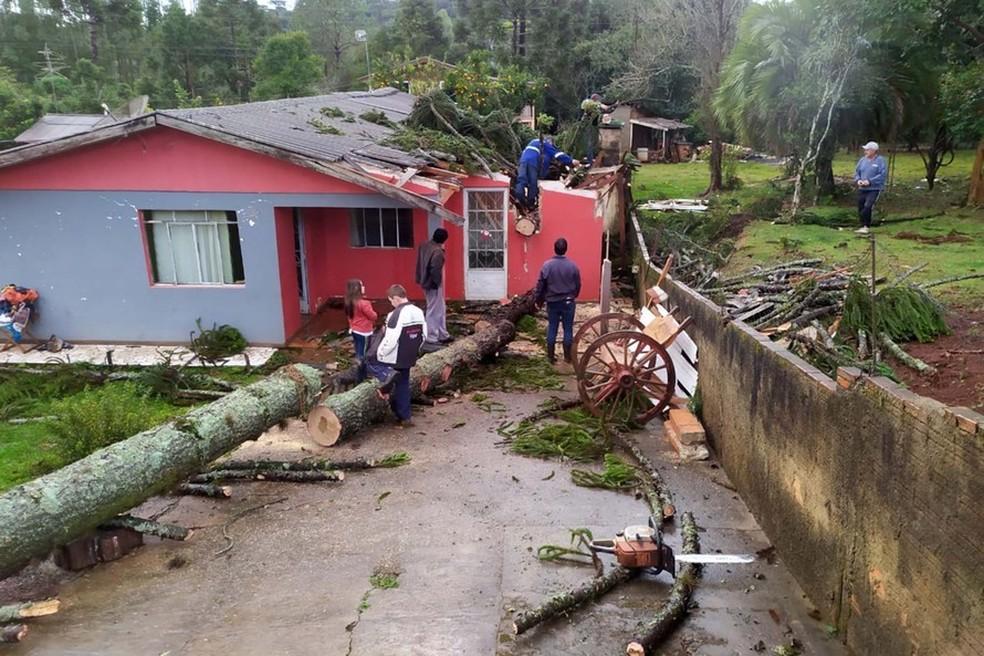 Temporal causou estragos em 70 cidades do Paraná, de acordo com a Defesa Civil — Foto: Divulgação/Defesa Civil