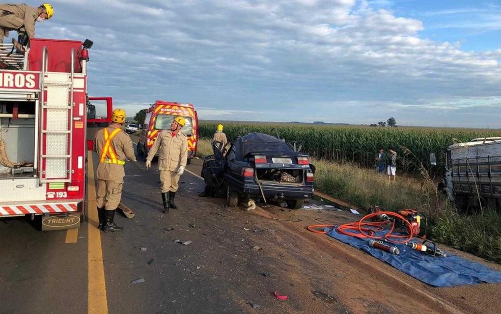 Três pessoas morrem em acidente na BR-364, em Portelândia, Goiás — Foto: Corpo de Bombeiros/ Divulgação