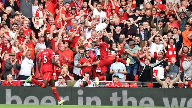 Mané comemora gol do Liverpool contra o Crystal Palace