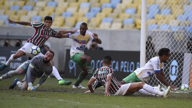 Pedro abre o placar para o Fluminense no Maracanã