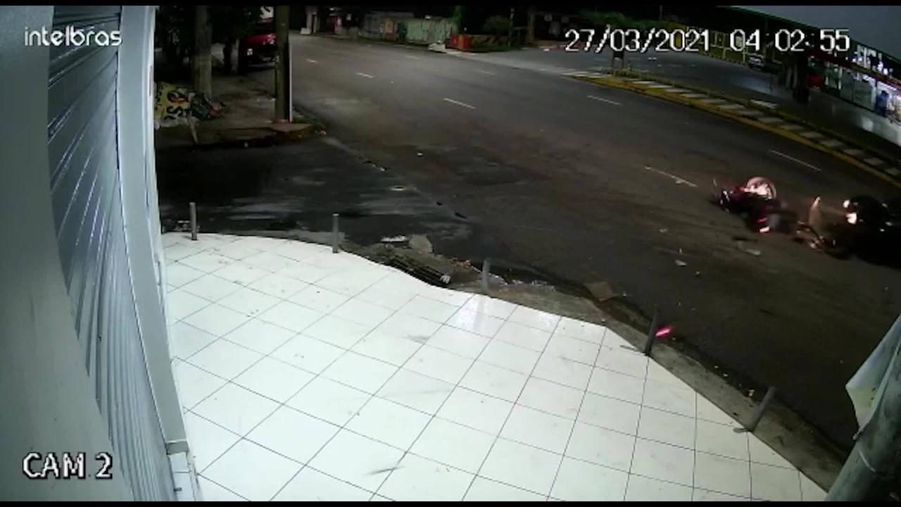 Vídeo mostra momento em que grávida e marido se envolvem em acidente em Manaus