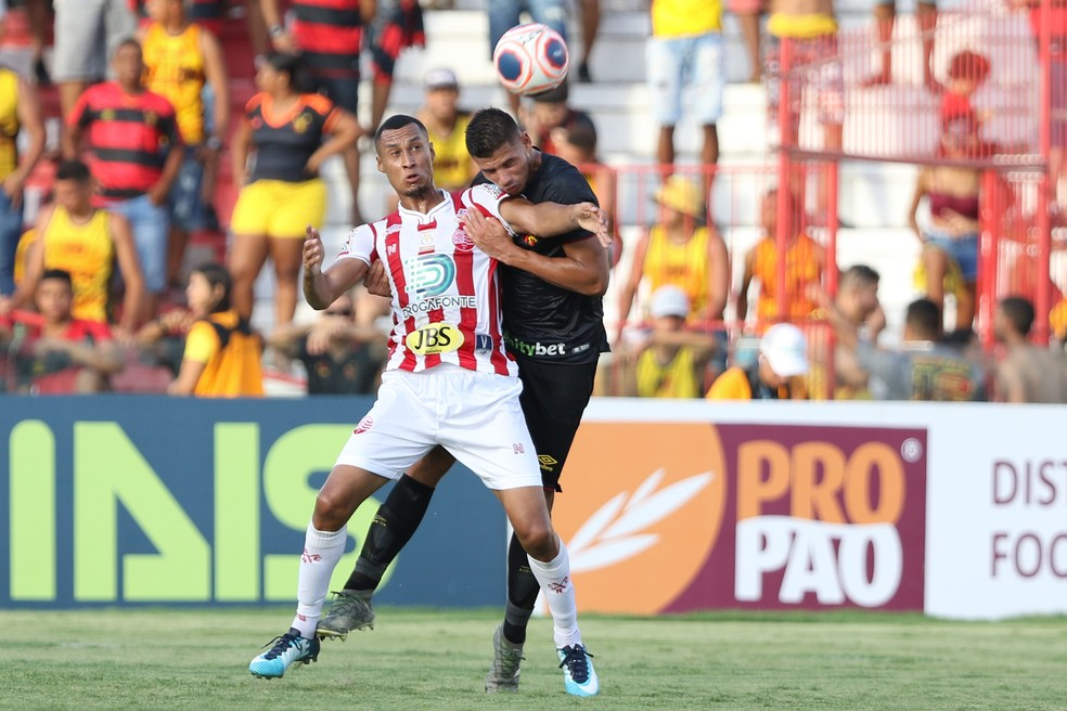 No clássico contra o Sport, pelo Pernambucano, o Náutico já usou um patrocinador pontual — Foto: Marlon Costa/ Pernambuco Press