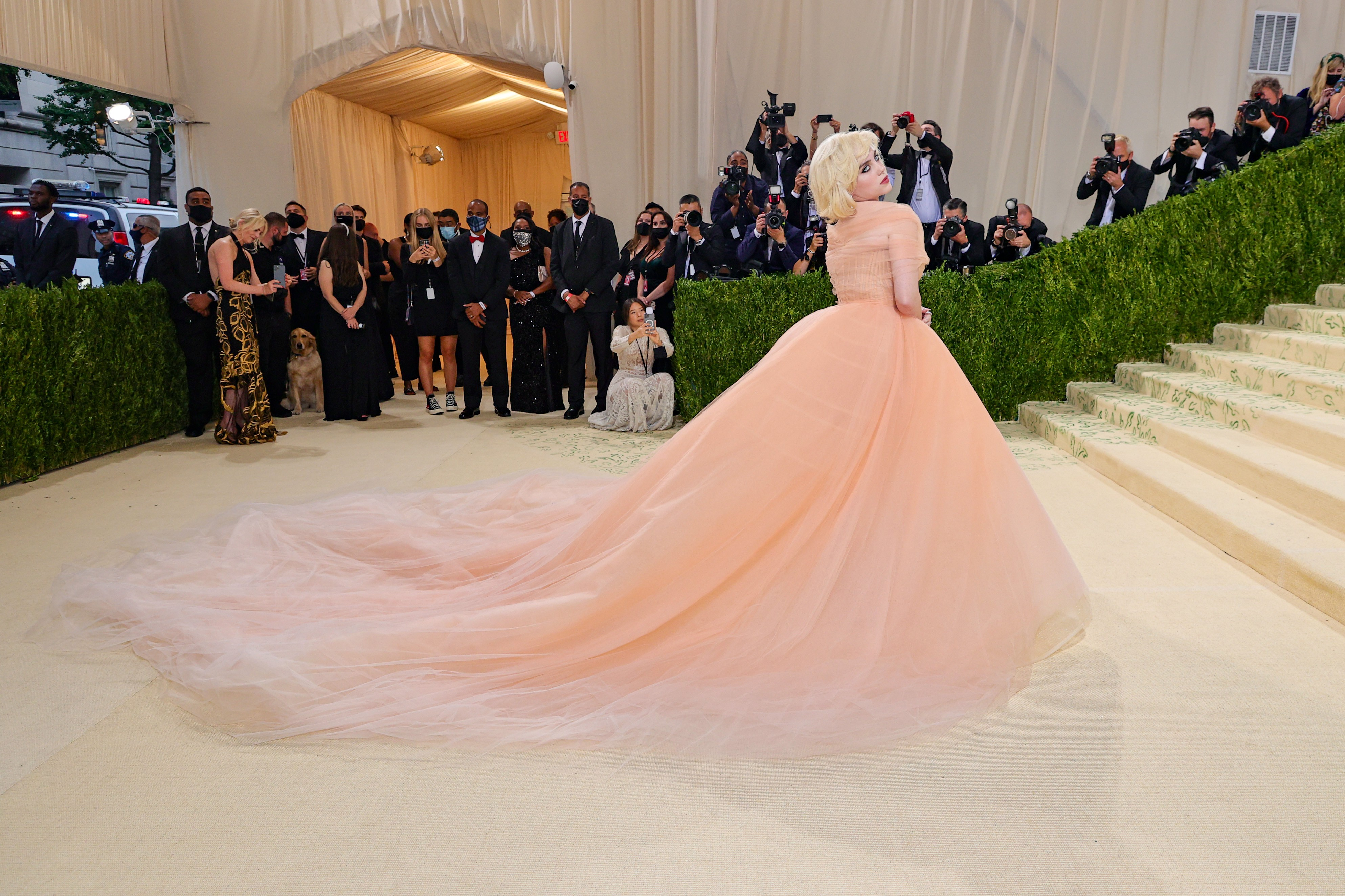 NEW YORK, NEW YORK - SEPTEMBER 13: Co-chair Billie Eilish attends The 2021 Met Gala Celebrating In America: A Lexicon Of Fashion at Metropolitan Museum of Art on September 13, 2021 in New York City. (Photo by Theo Wargo/Getty Images) (Foto: Getty Images)