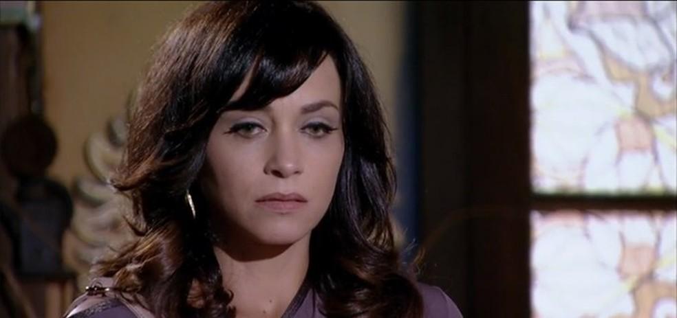 Joana desmonta falso álibi de Tereza Cristina e alerta polícia em 'Fina Estampa' — Foto: Globo