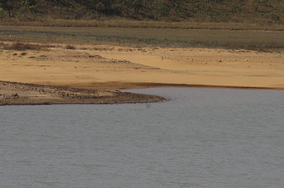 Barragem do rio Descoberto, responsável por abastecer 65% do Distrito Federal, em 16 de outubro de 2017; volume estava em 11,7% (Foto: Pedro Ventura/Agência Brasília)