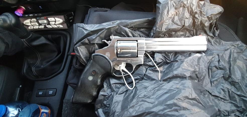 Arma encontrada pelos policiais no local do crime — Foto: Polícia Civil/Divulgação