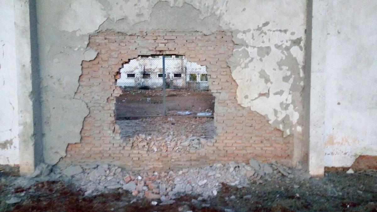 Grupo atira contra agentes, explode muro de penitenciária e 26 presos fogem em Rondonópolis (MT)