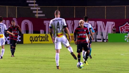 A Regra é Clara - 6º lance: zagueiro recua e Neilton marca em Vitória x Bragantino