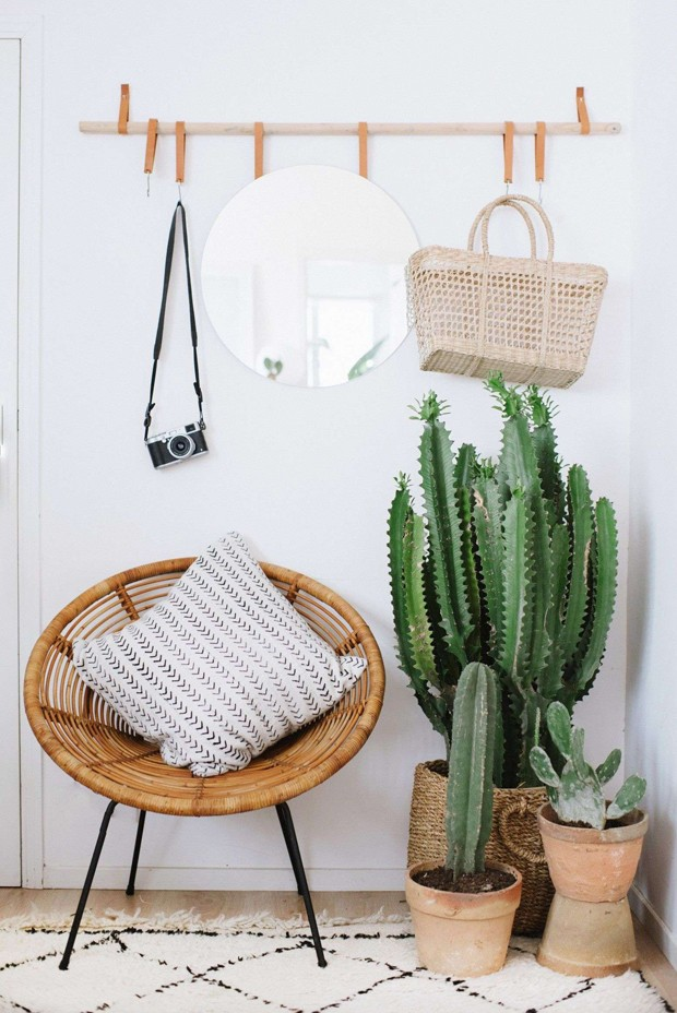 Luxe Looks on a Bud Super Stylish DIY Leather Accents Scheme of cactus kitchen decor (Foto: Reprodução/Divulgação)